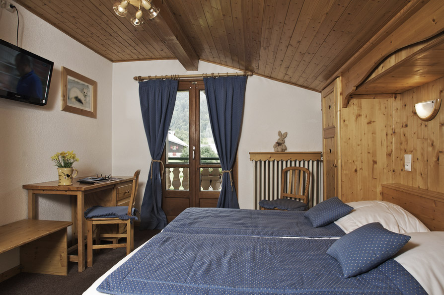 Hermine Blanche-double-bedroom 3